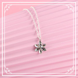925er Silberkette mit Blütenanhänger