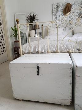 Shabby chic Holzkiste als Tisch oder Bank weiß