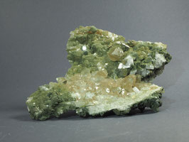Phantomquarz mit Adular,Titanit und Chlorit