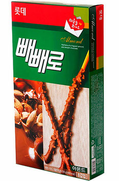 'Lotte' Almond Pepero 32g