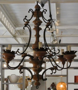 Lampadario in legno e ferro