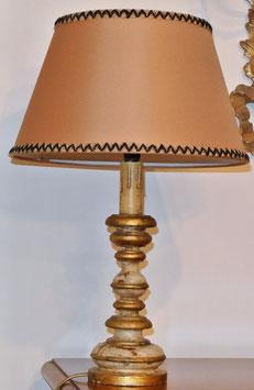 Lampada in legno tornito laccata