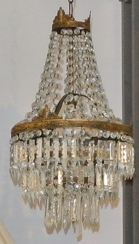 Lampadario con pendenti in cristallo