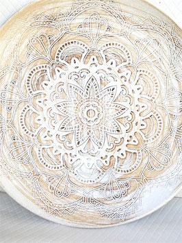 Großer Teller mit Ornament