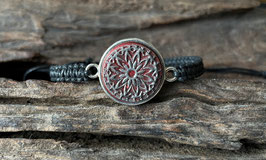 """Armband in Fassung mit Macramé-Band """"Rote Dahlie"""""""