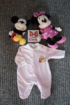 Strampler Gr. 56,  rosa kuschliger Strampler mit Winnie Pooh,  Druckknöpfe entlang beiden Beinen