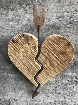 Herz mit Eisenpfeil