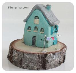Maison bleu, sculpture en argile sous cloche (pas d'envoi pour cet article)