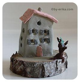 Maison rose, sculpture en argile sous cloche (pas d'envoi pour cet article)