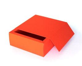 Darilna škatla z magnetnim pokrovom v oranžni barvi