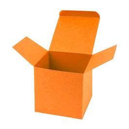 Darilna škatlica - Cube M - v svetlo oranžni barvi / mandarin