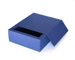 Darilna škatla z magnetnim pokrovom v temno modri barvi