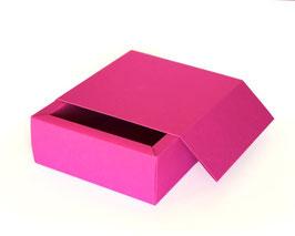 Darilna škatla z magnetnim pokrovom v magenta barvi