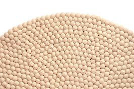 Preproga iz kroglic iz filca - v naravno beli barvi