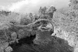 keltische Brücke in schwarz-weiß
