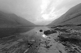 Seenland in schwarz-weiß