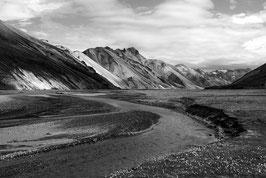 goldene Berge in schwarz-weiß