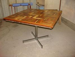Table carré en mosaique de bois massif et pied chromé vers 1970