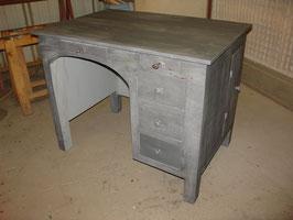 Bureau peint en gris patiné et vernis mat vers 1940