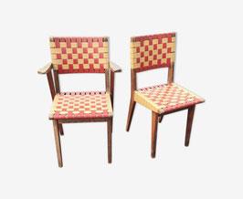 Chaise et fauteuil assortie en chêne massif et vinyle rouge et jaune vers 1950