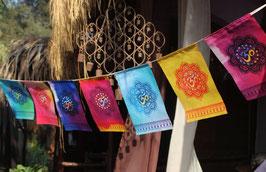 Drapeaux OHM AUM OM couleurs sur corde