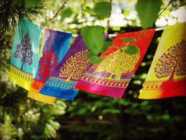 Drapeaux ARBRE DE VIE  couleurs sur corde