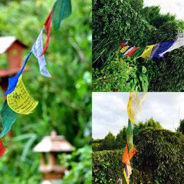 Cordon avec drapeaux de prière tibétains - différentes tailles