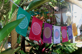 Drapeaux FLEUR DE VIE 7 couleurs sur corde