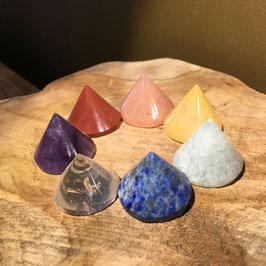 Ensemble de 7 pierres coniques dans les couleurs des Chakras - en écrin de velours
