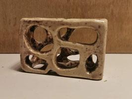 Klein opengewerkt doosje van keramiek