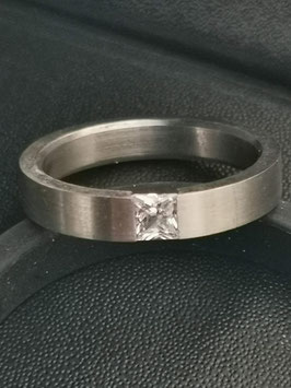 Stalen ring met steen / E58-7