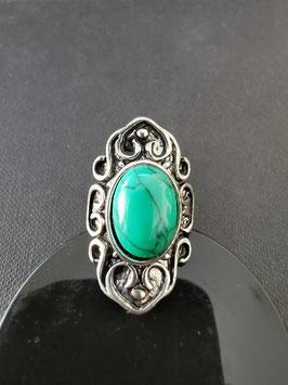 Metalen ring met groene steen - G6