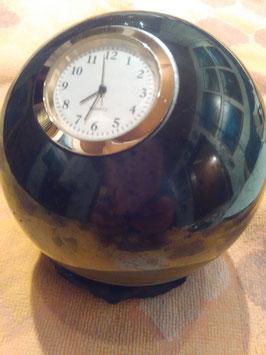 Sehr große Schungit-Kugel mit Uhr, 10cm Durchmesser, ca. 1300 Gramm schwer