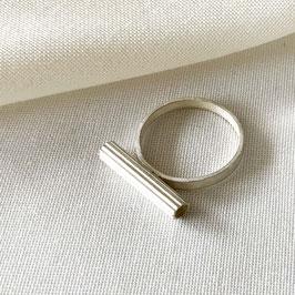 RIBBED DOWN ring