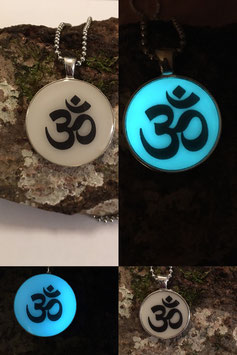 OM Glow in the Dark Amulett