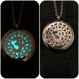 OM  Glow in the Dark OM Amulett
