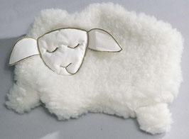 Schaf schlafend mit Kirschkernkissen