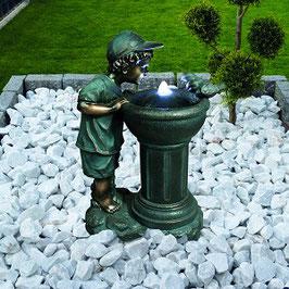 Brunnen Junge mit LED-Beleuchtung
