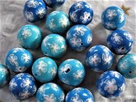 Fimoperle Farbverlauf blau mit Blümchen