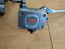 Honda CB 900 Bol de 'or  - vordere Bremsanlage mit ummantelte Stahlflexleitung