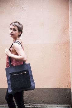 FLYNN I Shopper aus italienischem Kalbsleder anthazithschwarz
