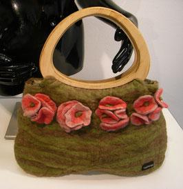 Tas groen handgevilt met houten handvat en bloemen applicaties