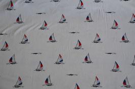 Maritimer Stoff mit Segelschiffe in weiß