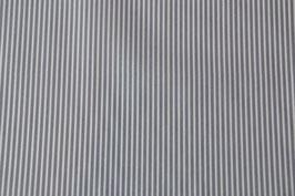 Grau/weiß gestreift