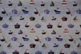 Schiffe auf Hellblau