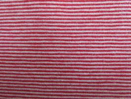 Feiner Streifen Rot/weiss