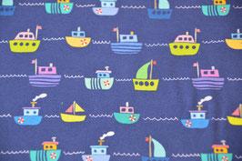 Jersey mit bunten Schiffen auf Marine