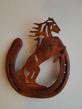 Hufeisen mit steigendem Pferd