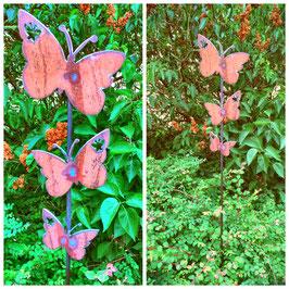 Drei Schmetterlinge am Stab