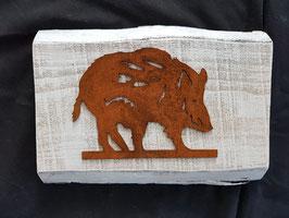 Wildschwein auf Holz